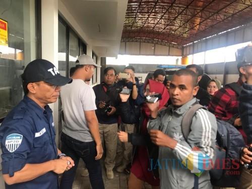 Kepala BP2D Kota Malang Ade Herawanto (kiri) saat bersama awak media. (Foto: Humas Pemkot Malang for MalangTIMES)