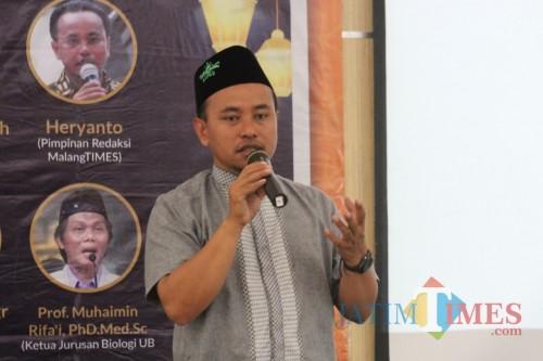 Pimred MalangTIMES, Heryanto saat memberikan materi dalam acara Tarkhib Ramadan 1440 H dengan tema 'Kaum Milenial, Al-Quran itu Keren' (Igoy)
