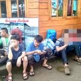 Para pendaki yang berhasil dievakuasi di Pos Pantau Kebakaran Gunung Panderman, Kota Batu,�Senin (29/4/2019). (Foto: istimewa)
