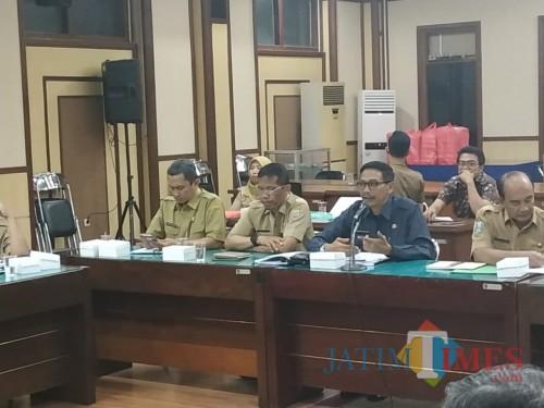 Dua dari kanan: Kepala DPKPCK Kabupaten Malang Wahyu Hidayat saat rapat pembahasan akhir Ranperda RDTR Singosari di Surabaya (DPKPCK)