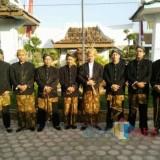 Kades Imam Saiful bersama perangkat Desa Ngoran dukung program Dispendukcapil Pemkab Blitar