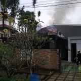 Kondisi rumah saat terbakar karena dipicu arus pendek di kawasan Kecamatan Dau (Foto : PPBK Kabupaten Malang for MalangTIMES)