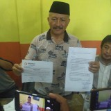 Mashud saat konpers Keluhkan pindahnya suara partai ke salah satu Caleg / Foto : Anang Basso / Tulungagung TIMES