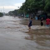 Ruas jalur pantura terendam banjir.