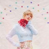 Taylor Swift menggunakan kalung mawar merah karya desainer Indonesia. (Foto: instagram @taylorswift)