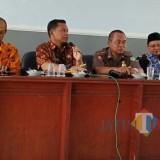 Kadinas Satpol PP Lumajang Drs. Basyuni dalam konferensi pers hari ini (Foto : Moch. R. Abdul Fatah / Jatim TIMES)