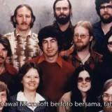 20 Foto Sejarah Dunia 44 Wefie Bersejarah: Dari Keluarga Osama Bin Laden, Karyawan Pertama Google dan Microsoft, sampai Pasukan Samurai