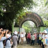 Wali Kota Risma ketika meninjau proyek underpass