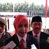 Bupati Jember dr. Hj. Faida MMR saat wawancara dengan wartawan usai upacara (foto : Moh. Ali Makrus / JatimTIMES)