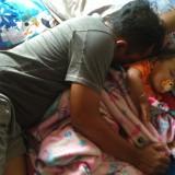Orang tua yang menakuti anaknya dengan cerita hantu agar anak segera tidur. / Foto : Anang Basso / Tulungagung TIMES