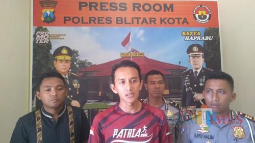 Polisi dan panitia Patria Night Run memberikan keterangan pers