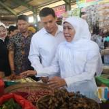 Gubernur Jatim didampingi Wali Kota Kediri sidak di pasar tradisional. (Eko Arif S /JatimTIMES)