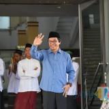 Wakil Bupati Jember Drs. KH. Abdul Muqit Arief saat melepas peserta Targhib Ramadhan di depan Pemkab Jember (foto : Moh. Ali Makrus / JatimTIMES)