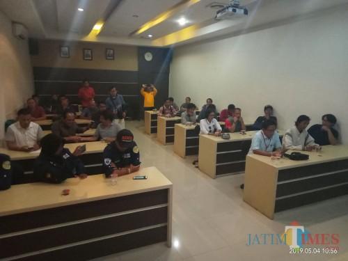 Suasana saat dalam klarifikasi di Polres Malang Kota mengenai kabar penculikan (Anggara Sudiongko/MalangTIMES)