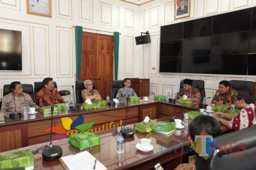 Kegiatan diskusi Forum Akademisi Fakultas Hukum bersama Wali Kota Malang Sutiaji. (Foto: Humas Pemkot Malang for MalangTIMES)