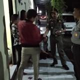 Razia yang dilakukan Satpol PP dan Polres disejumlah tempat kos dan hotel di Lumajang (Foto : Moch. R. Abdul Fatah / Jatim TIMES)