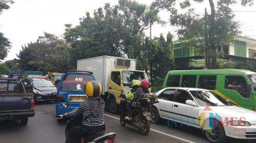 Kondisi kemacetan Kota Malang di kawasan Arjosari yang hampir terjadi setiap jam (Pipit Anggraeni/MalangTIMES).