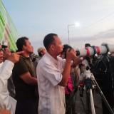 Suasana pantau hilal di Pelabuhan Kalbut Situbondo (Foto Heru Hartanto Situbondo TIMES)