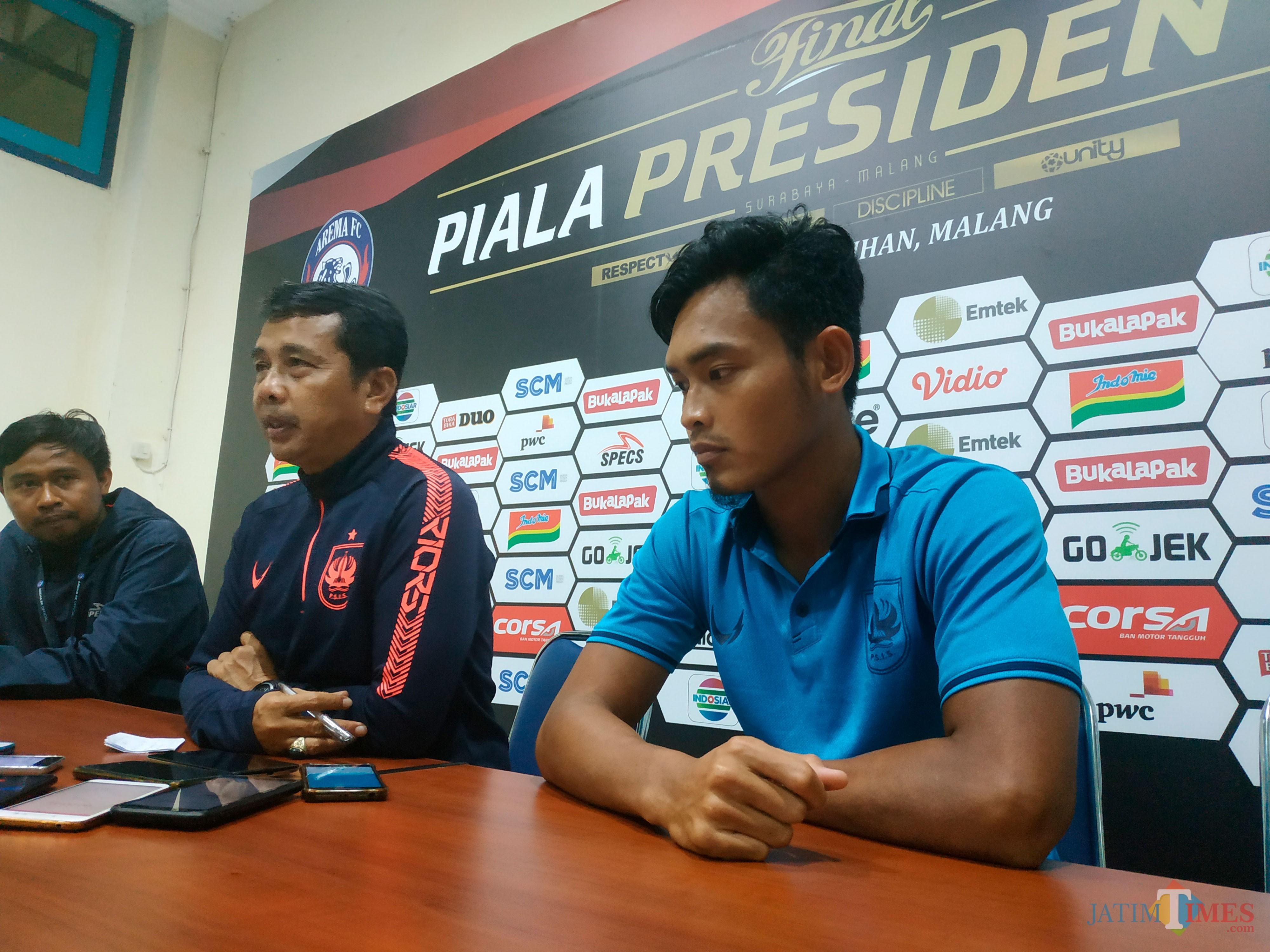Pelatih PSIS Semarang Jafri Sastra (tengah). (Hendra Saputra)