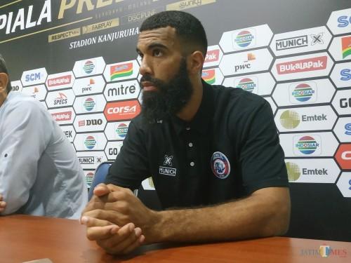Striker asing Arema FC, Sylvano Comvalius (Hendra Saputra)