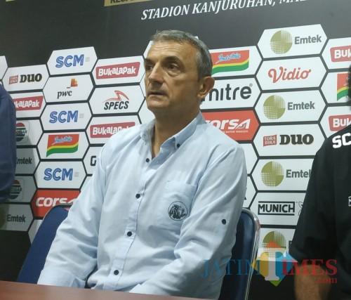 Pelatih kepala Arema FC, Milomir Seslija (foto: Hendra Saputra/ MalangTIMES)