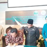 Suasana penandatangan kerjasama BI dan Pemkot Malang oleh Wali Kota Malang Sutiaji bersama Kepala Perwakilan BI Malang Azka Subhan Aminurridho