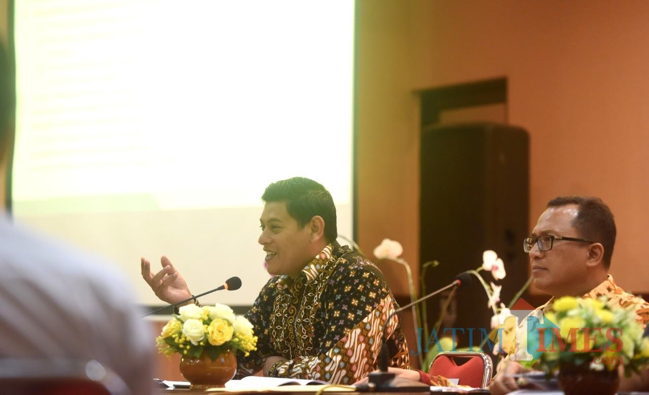 Walikota Kediri Abdullah Abu Bakar mengikuti Rakor bersama TPID. (eko Arif s /JatimTimes)