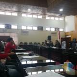 Hearing antara aktivis GMNI dengan perwakilan DPRD Kota Blitar terkait menjamurnya minimarket di Kota Blitar