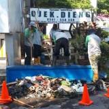 Meski Puasa, Semangat Satgas DPUPR Kota Malang Lakukan Normalisasi Saluran Drainase Tidak Pernah Surut