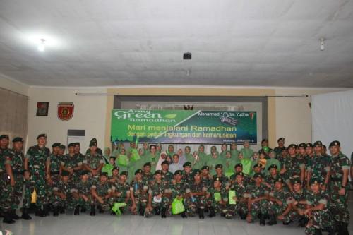 pada anggota Men Armed 1 Kostrad bersama Persit yang mengikuti sosialisasi Green Ramadhan