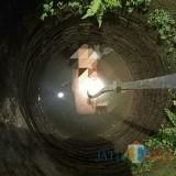 Kondisi Sumirah saat ditemukan di sumur. / Foto : Dokpol / Tulungagung TIMES