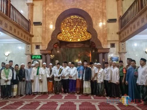 Foto bersama Safari Ramadan di Masjid Noor Kidul Pasar. (Foto: Imarotul Izzah/MalangTIMES)