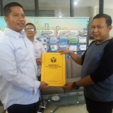 Agoeng Prasodjo ketika melapor di kantor Bawaslu Surabaya