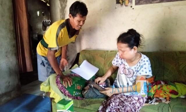 Supiyah, penderita kanker ganas rahang mulut dan gondok saat disambangi banyuwangitimes.com, Jumat (10/5/19).