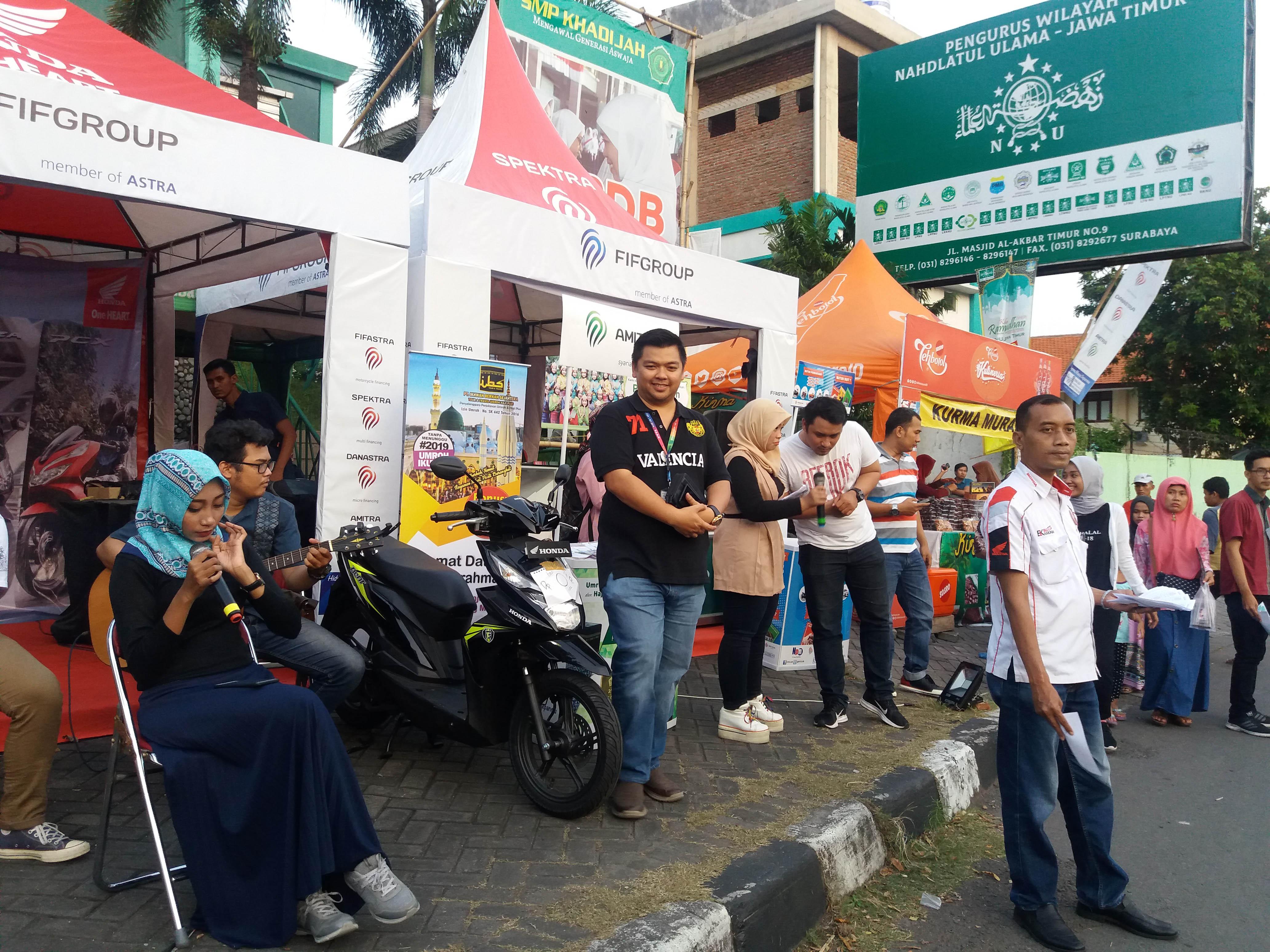 Event FIF Group Grebeg Surabaya di depan Masjid Al-Akbar Surabaya