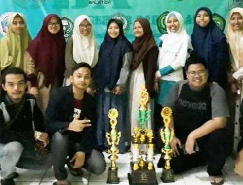 Mahasiswa BSA saat menjuarai Gebyar Bahasa Arab (GBA) IAIN Cirebon, Kamis (25/4). (Foto: Humas)