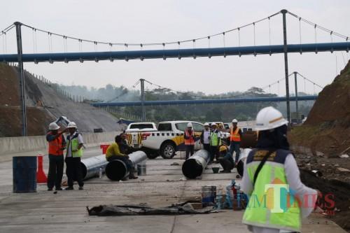 Situasi saat pengerjaan Tol Malang - Pandaan. (Foto: Nurlayla Ratri/MalangTIMES)