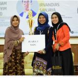 Sunsya Putri Cahyaning Gusti (S1 Pendidikan Tata Boga) dan Luqyana Dhiya Amira (S1 Pendidikan Luar Biasa). (Foto: Humas)