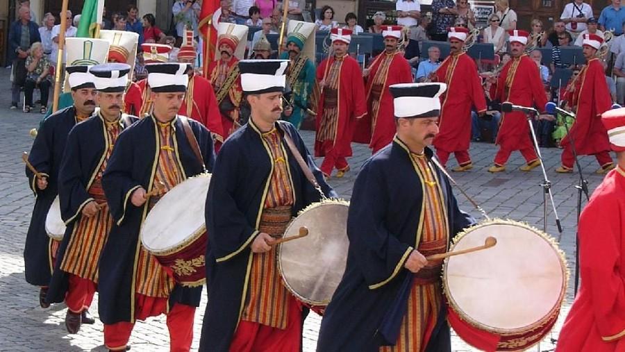 Para pemain davuls di Turki. (Foto: wikimedia.org)