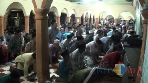 Sholat tarawih di Ponpes Mantenan diikuti jamaah dari Blitar dan luar daerah