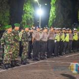 Apel gabungan TNI-Polri di halaman Mapolres Situbondo. (Foto Sony Haryono/Situbondo TIMES)