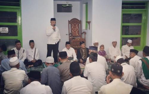 Wabup Malang Sanusi saat berdialog dengan masyarakat Donomulyo dalam safari ramadan putaran kedua (Humas)