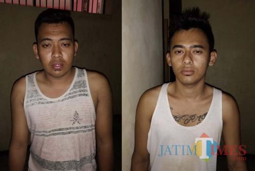 kedua pelaku pengedar okerbaya yang diamankan jajaran Polsek Jombang Jember (foto : R Ulum / Jatim TIMES)