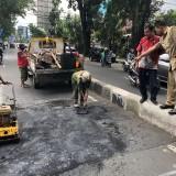 Sebelum Parah, Dinas PUPR Sigap Tambal Jalan Berlubang