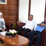 Gubernur Jatim Khofifah saat rapat dengan para menteri