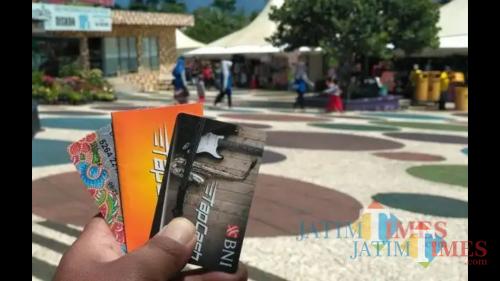 Ilustrasi kartu e-money yang bisa digunakan untuk berbelanja. (Foto: Nurlayla Ratri/MalangTIMES)
