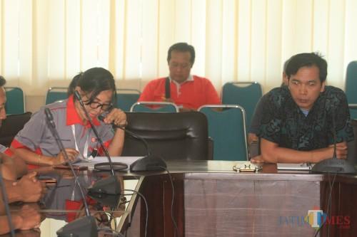 Menejemen PT Sinar Mas Surya Sejahtera saat dengar pendapat dengan komisi III DPRD Kota Probolinggo (Agus Salam/Jatim TIMES)