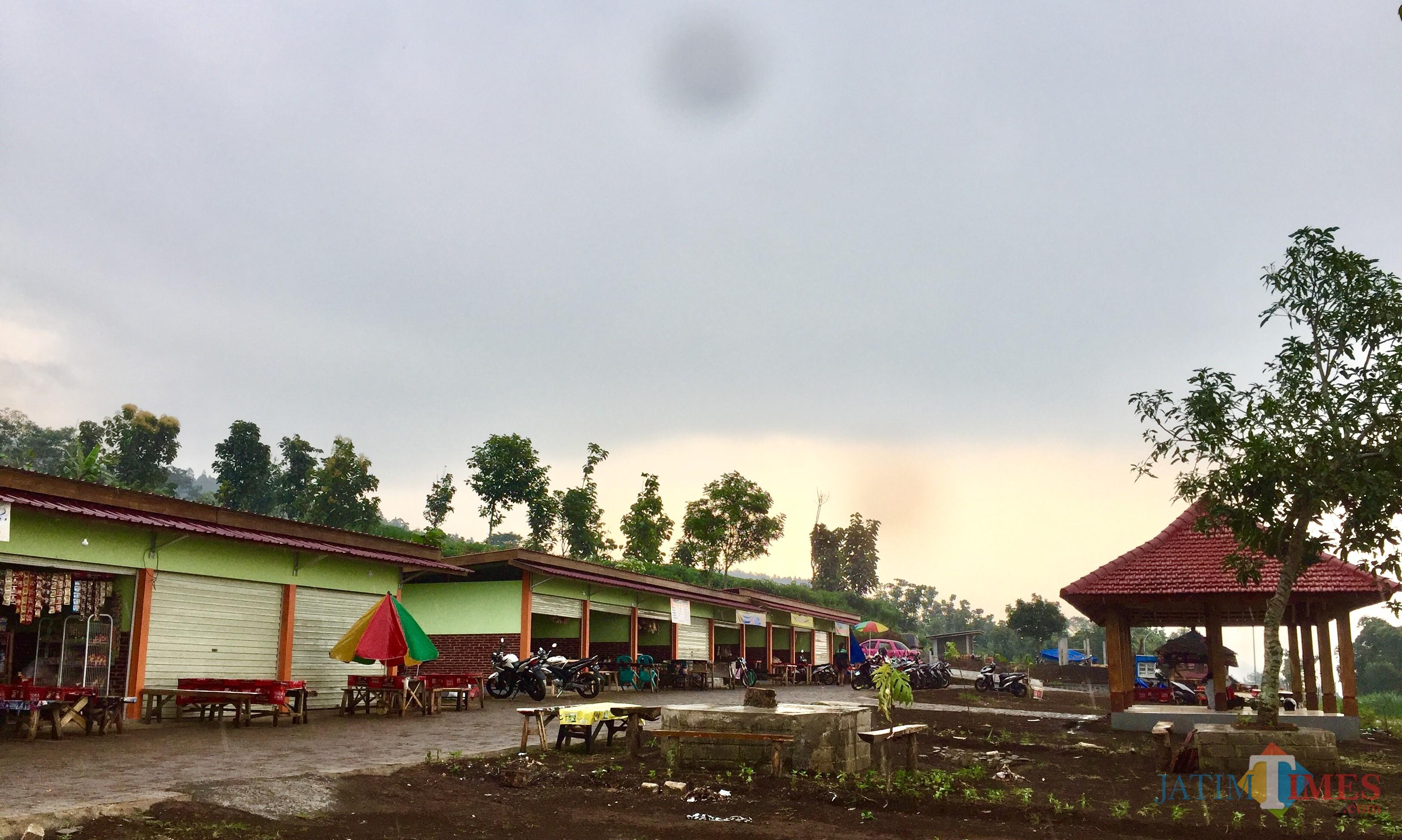 Rest area�Jalan Lintas Barat (Jalibar) di Desa Oro-Oro Ombo, Kecamatan Batu. (Foto: Irsya Richa/MalangTIMES)