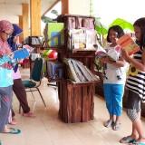 Kreatif, Bikin Perpustakaan Tiang Untuk Belajar Siswa
