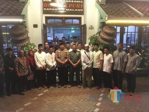 Kapolres Malang AKBP Yade Setiawan Ujung (tengah), saat melakukan pertemuan bersama seluruh elemen penyelenggara maupun keamanan dan peserta pemilu, Kabupaten Malang (Foto : Ashaq Lupito / MalangTIMES)